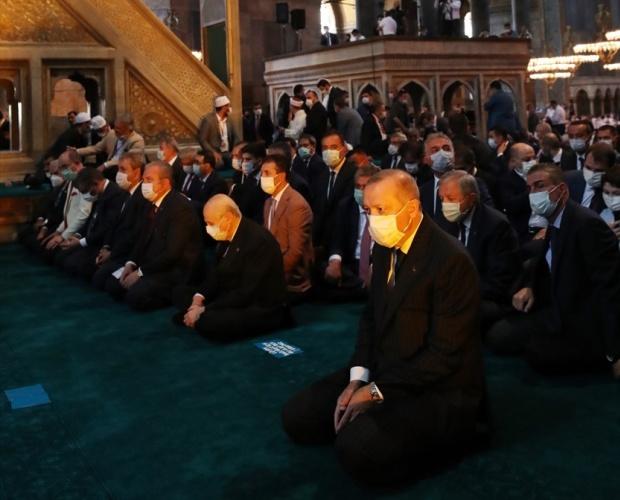 Türkiye Cumhurbaşkanı Recep Tayyip Erdoğan, 86 yıl sonra yeniden ibadete açılan Ayasofya-i Kebir Cami-i Şerifi`nin açılış programına katıldı.