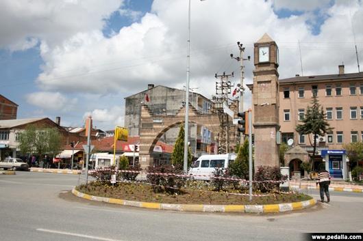 Elazığ'ın en fazla nüfusu olan birinci ilçesi Kovancılar. Kovancılar'ın toplam nüfusu 38 bin 774. Erkek nüfusu 19 bin 327, kadın nüfusu 19 bin 447.