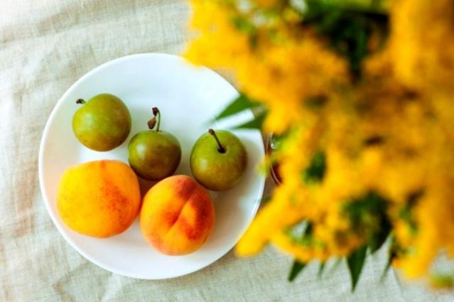 Asit oranı fazla olan bu meyveler mide asidini artırma olasığı olduğundna uzmanlar tarafından taynı zamanda tüketilmesi önerilemez. Ayrıca her iki meyveninde alerjik reaksiyona neden olma ihtimali yüksektir. Bu iki meyve aynı anda tüketildiğinde reflü yada mide delinmesi gibi hastalıkalra neden olabilir.