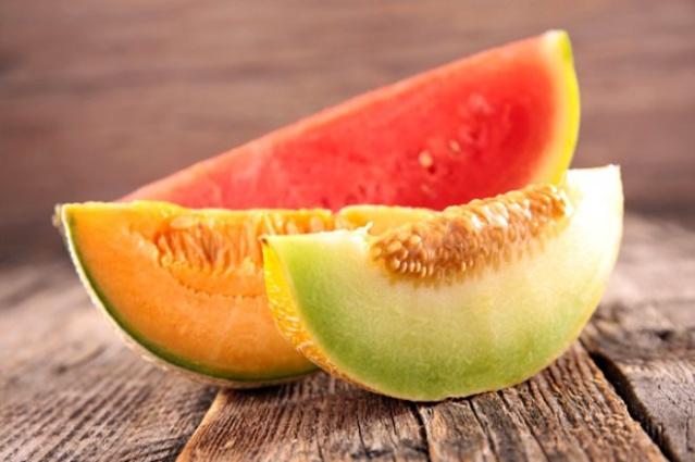 İkisinde de şeker ve sıvı oranı yüksek olduğundan fayda sağlamak yerine azarar dönüşürler. Aynı anda tüketildiğinde kanı fazla sulandırır ayrıca yüksek tansiyona neden olabilir. Özellikle şeker hasassiyeti olan kişilerin bu iki meyveyi aynı anda tüketilmesi önerilmez.