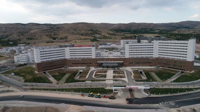 Sağlık alanında Elazığ'da devrim yaşanırken Elazığ heyecanla beklediği Şehir Hastanesi'ne kavuşuyor.