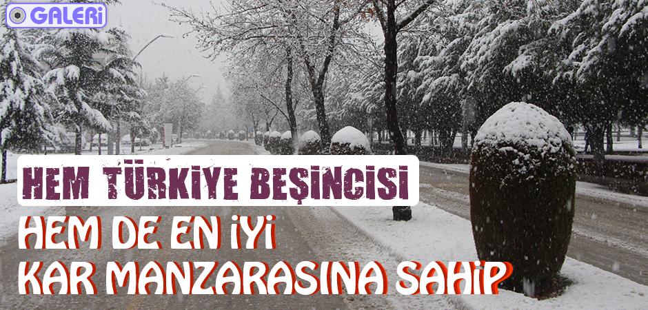 Yurt genelinde olduğu gibi Elazığ'da da etkisini gösteren kar yağışı kenti beyaza bürüdü. Bölgenin en köklü üniversiteleri arasında yer alan, Türkiye sıralamasında 5. sırada yer alan Fırat Üniversitesi'nde karın yağması sonucu kartpostallık görüntüler ortaya çıktı.