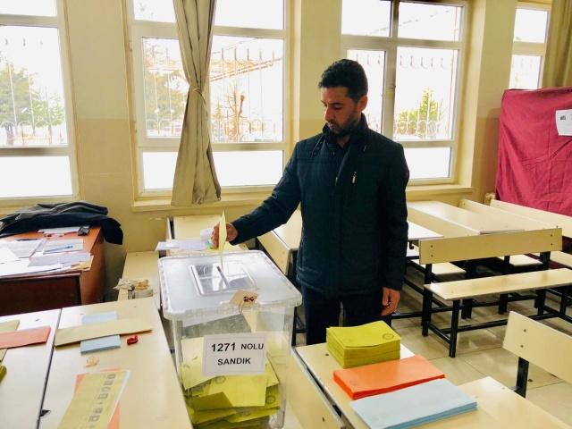 Saat 07.00'da başlayan seçimlerde vatandaşların sabahın erken saatlerinden itibaren oy kullanmaya başladı.