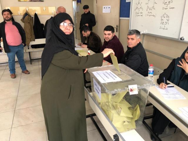 Elazığ'da 31 Mart Yerel Seçimleri nedeniyle vatandaşlar sandıkların yolunu tuttu.