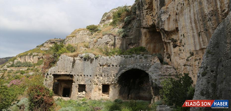 Romalılardan kalma tünel ziyaretçileri büyülüyor
