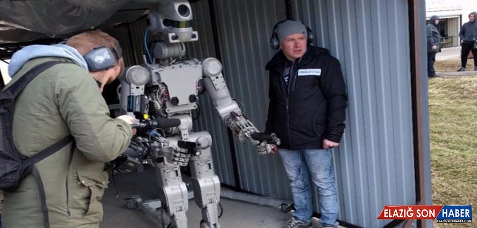 Silah Kullanabilen Robot Yaptılar