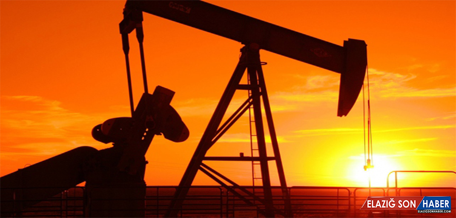 Brent petrol 54 doların üzerinde tutunmaya çalışıyor