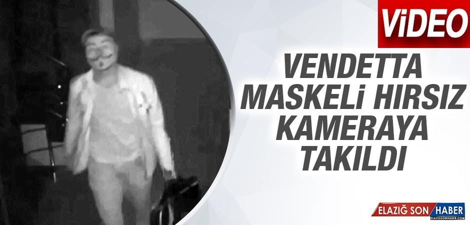 Vendetta Maskeli Hırsız Kameraya Takıldı