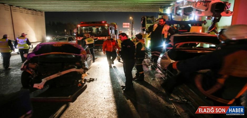 Kaza Yapan Araç Metrobüs Yoluna Girdi