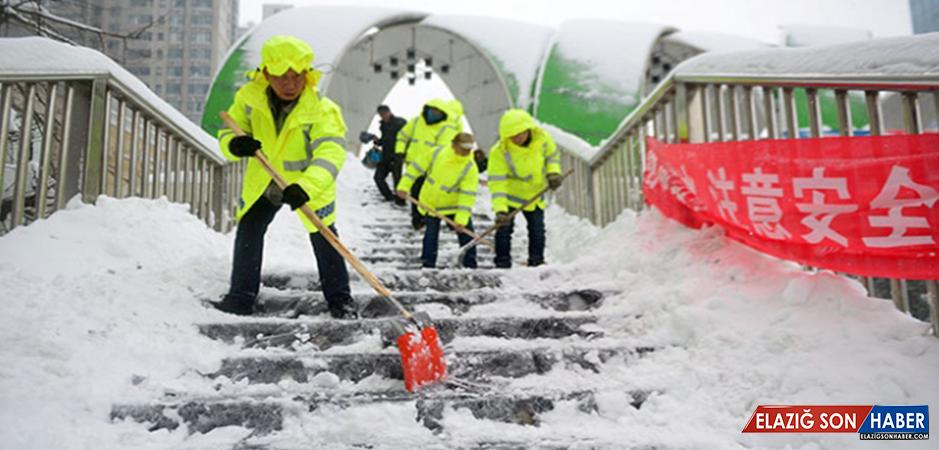 Çin'de Kar Fırtınası Ulaşımı Durma Noktasına Getirdi