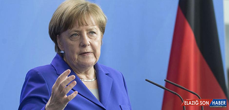 Suriye'deki Katliamı Kınayan Merkel'den Açıklama: Rusya ile Temas Halinde Olacağız