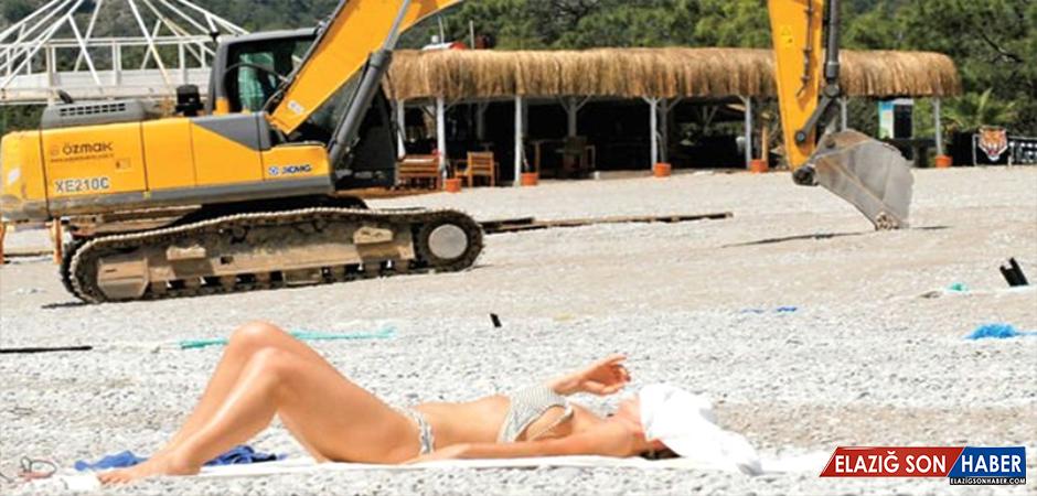 Deniz Sezonu Açıldı, Plaja Turist Yerine Kepçe İndi