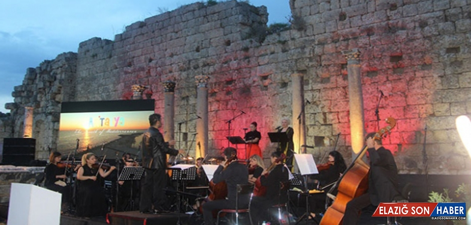 Antalya, Turizm Sezonunu Perge Antik Kenti'nde Açtı