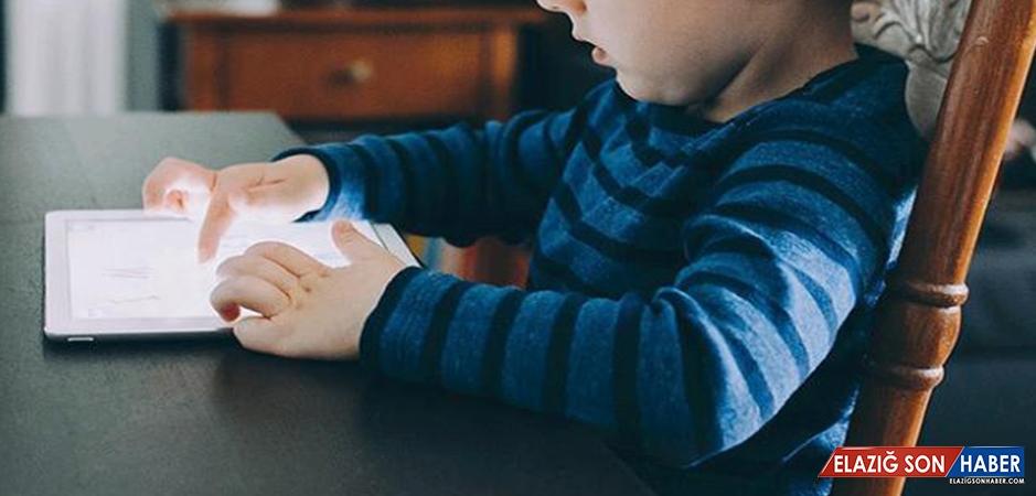 """""""Çocuklar 2 Yaşından Önce Ekranla Temas Etmesin"""""""