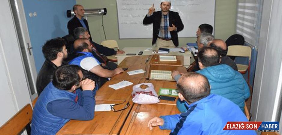 İşitme engelliler işaret diliyle Kur'an-ı Kerim öğreniyor