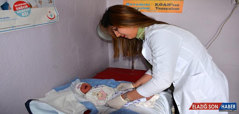 Özlem Hemşire Doğduğu Topraklarda Şifa Dağıtıyor
