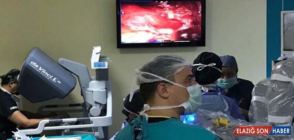 Ege Üniversitesi'nde Robotik İzsiz Tiroit Ameliyatı Yapıldı