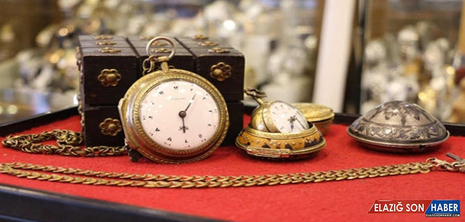 200 Yıllık Tarihi Saatlere Gözü Gibi Bakıyor