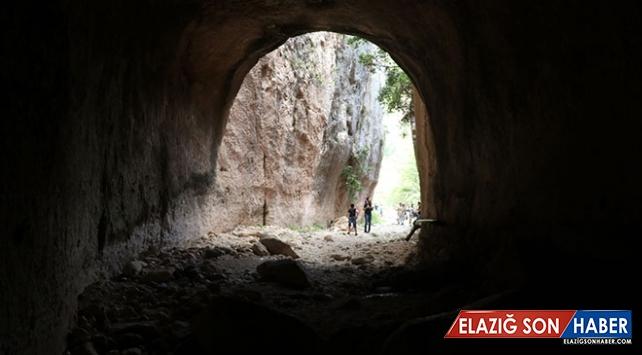 Bin Esirin Ellerinde Hayat Bulan Tünel: Vespasianus Titus