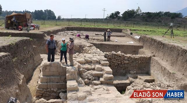 """Adana'da üzerinde savaş izleri taşıyan """"çift duvarlı sur"""" bulundu"""