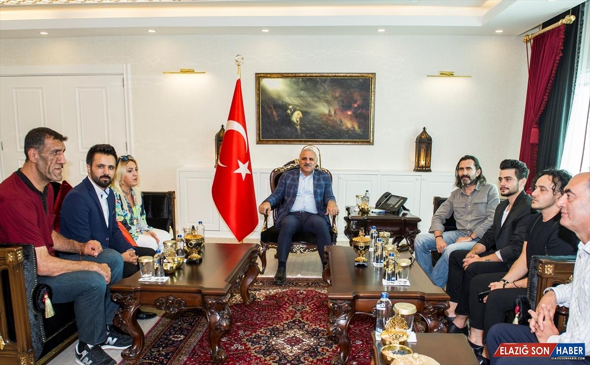 """""""Baba 1,5"""" oyuncularından Vali Zorluoğlu'na ziyaret"""