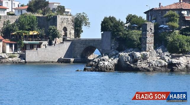 Cenevizlilerin ticaret yolundaki kaleler tarihini koruyor