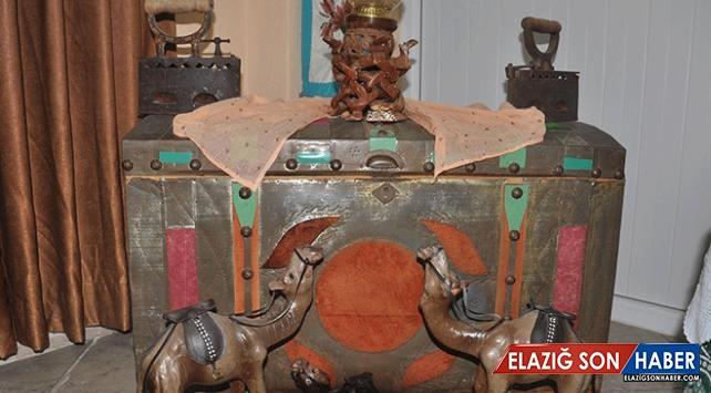 Eski eşya ve kıyafetlerden 2 bin parçalık koleksiyon oluşturdu