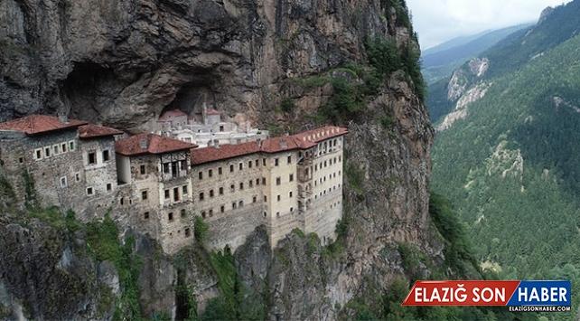 Eşsiz manzarasıyla öne çıkan Sümela Manastırı'nda kaya temizliği