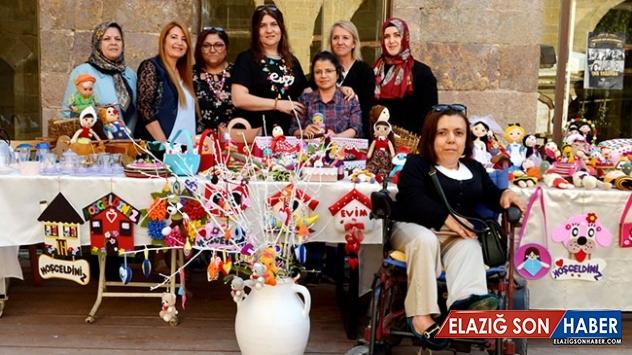 Gün arkadaşı kadınlar bir araya gelip pazarda sergi açtı