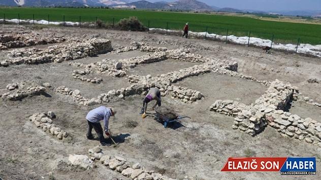 Hacılar Büyük Höyük kazılarıyla 5 bin yıllık krallığın izindeler