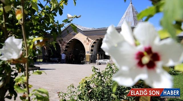 Hoşgörünün merkezi Hacı Bektaşi Veli Külliyesi'ne yoğun ilgi