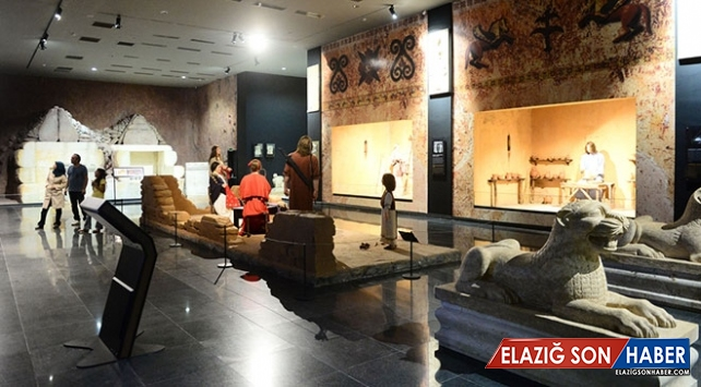 Karun Hazinesi Uşak Arkeoloji Müzesi'nde sergilenmeye başladı