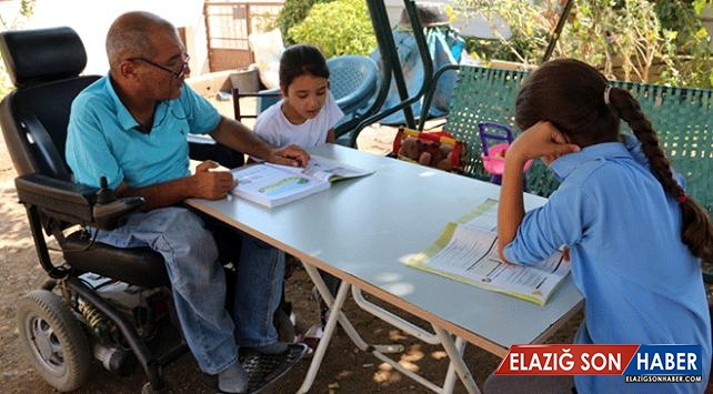 Kızlarının Eğitimi İçin Bütün Zorluklara Göğüs Geriyor
