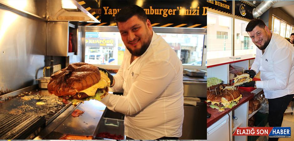 İzmir'de Yapılan 5 Kiloluk Hamburger Görenleri Hayrete Düşürüyor