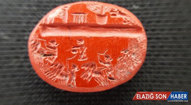 Antalya'da Roma dönemine ait bin 800 yıllık yüzük taşı bulundu