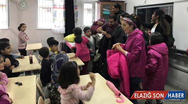 """""""Çocuklar Üşümesin Gönüllüleri""""nden köy okullarına destek"""