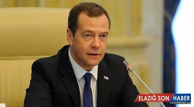 Rusya Başbakanı Medvedev: ABD veya İsrail İran'a karşı kanıt sunamadı
