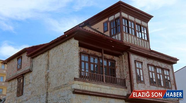 Sivil mimari örneği olarak tescillenen Bayburt evleri restore ediliyor