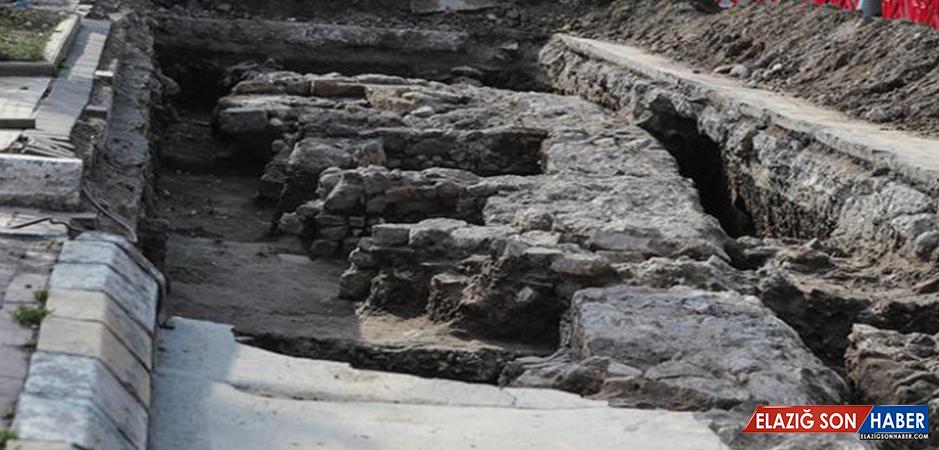 Üsküdar'da kanal çalışması sırasında tarihi kalıntılar bulundu
