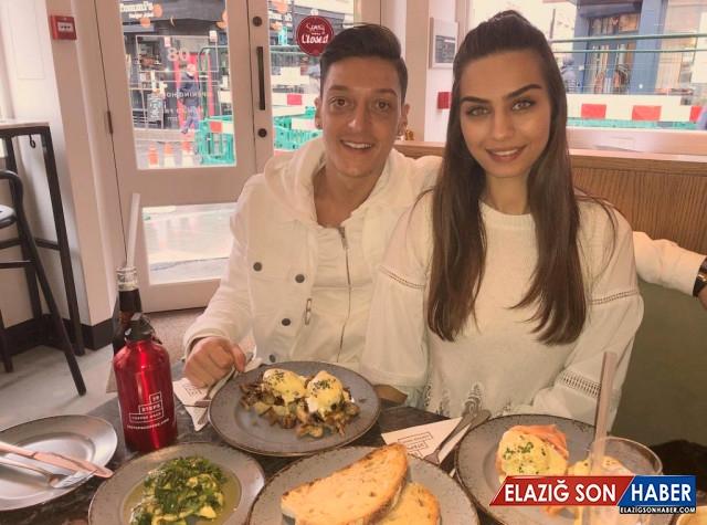 Oyuncu Amine Gülşe'nin Nişanlısı Mesut Özil, 70 Kadınla Partide Görüntülendi