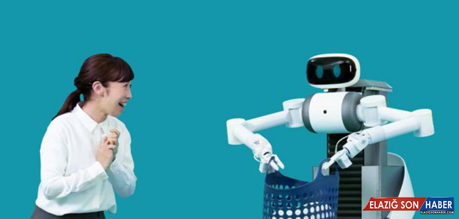Elbise Katlayabilen Ve Çamaşır Asabilen Japon Robot