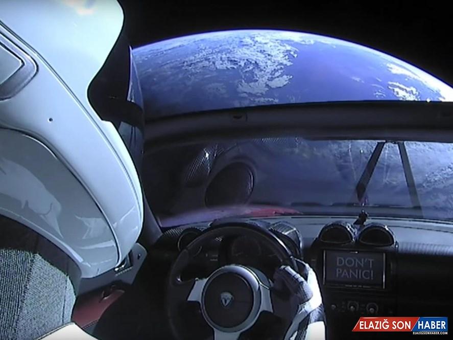 Elon Musk'ın Geçtiğimiz Yıl Uzaya Fırlattığı Tesla Roadster, Dünya'ya Ne Zaman Çarpacak?