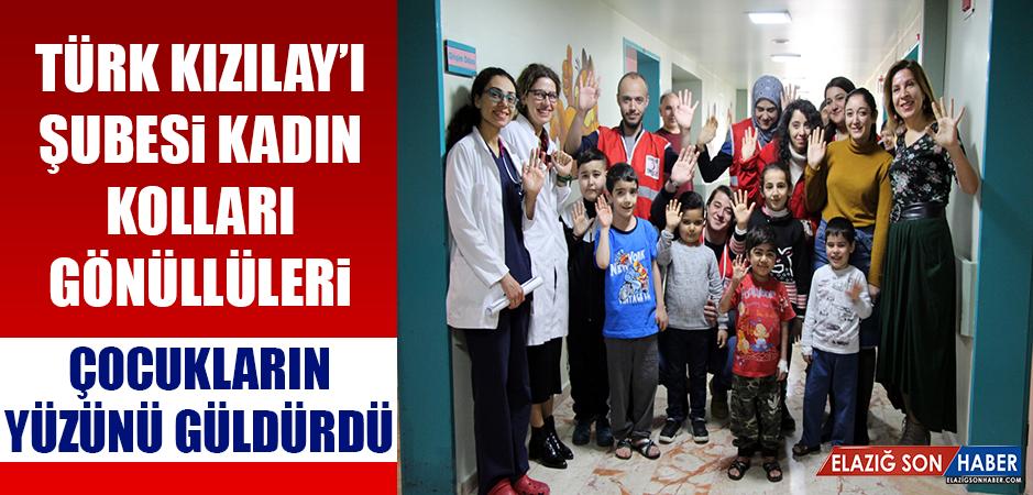 Elazığ Türk Kızılay'ı Şubesi Kadın Kolları Gönüllüleri Çocukların Yüzünü Güldürüyor