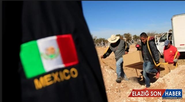 Meksika'da toplu mezardan 50 ceset çıkarıldı