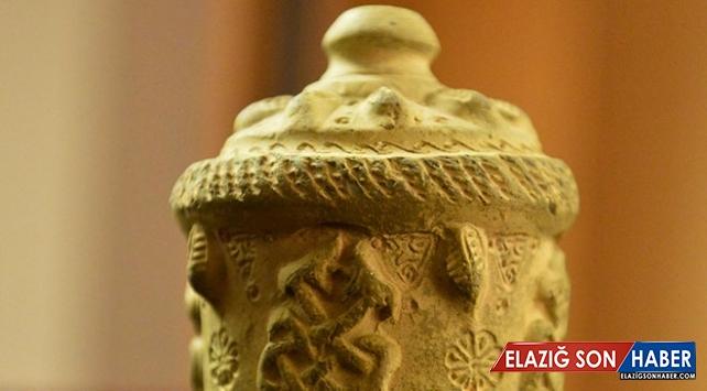 Şanlıurfa'da 9 asırlık ilaç şişesi bulundu