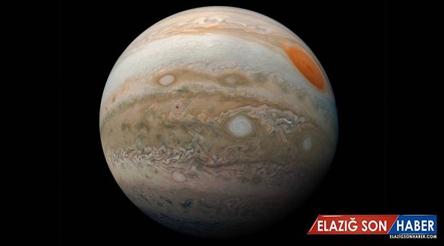 """Juno uydusu Jüpiter'in """"Büyük Kırmızı Leke""""sini fotoğrafladı"""