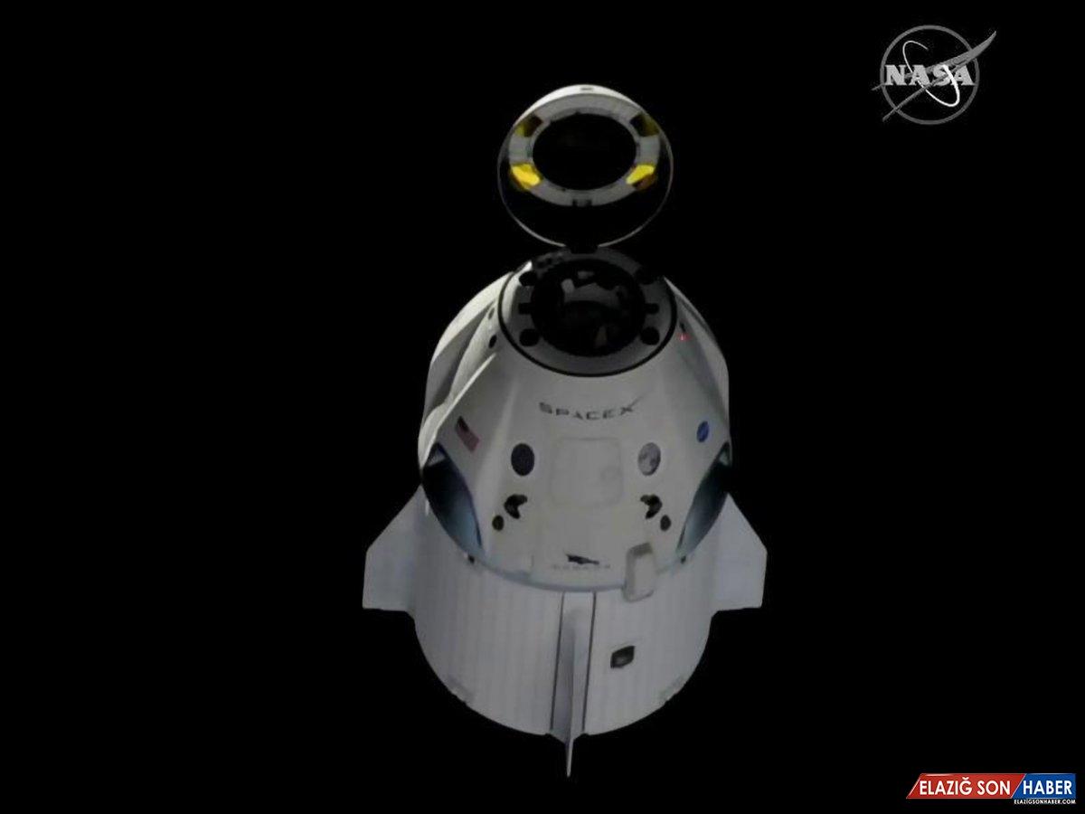 Uluslararası Uzay İstasyonu Görevlileri, SpaceX'in 'Dünyacık' Figürünü Yürüttü