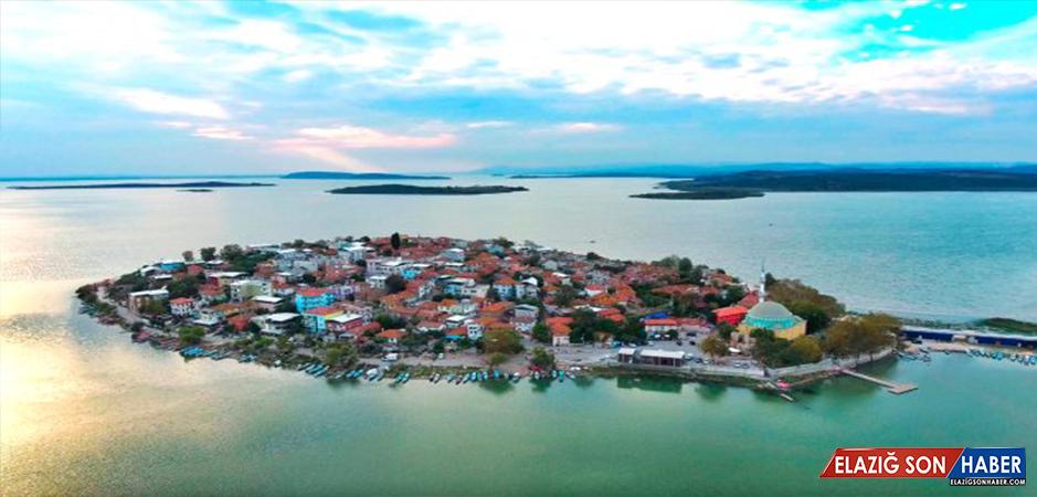 Yerli ve Yabancı Turistler Gölyazı'ya Akın Ediyor
