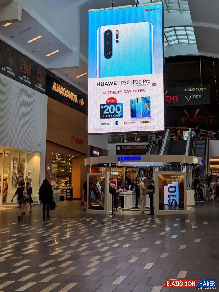 Huawei, Bir Alışveriş Merkezinde Samsung'u Fena Trolledi
