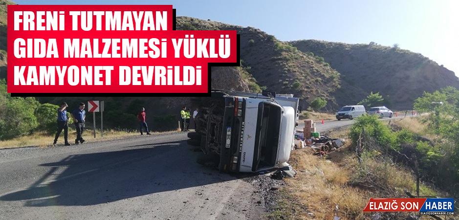 FRENİ TUTMAYAN KAMYONET DEVRİLDİ